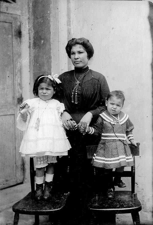 Madre con hijas