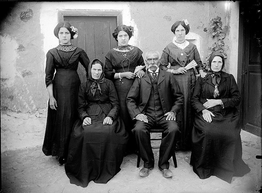 Familia de luto II