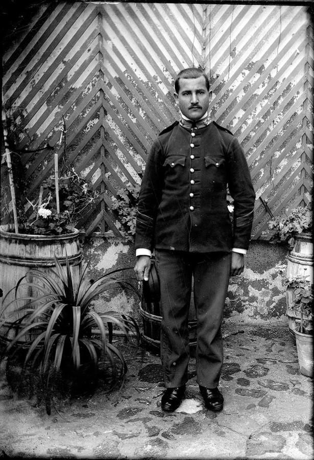 Hombre con uniforme