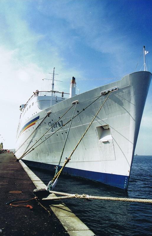 "Buque Crucero ""Topaz"""