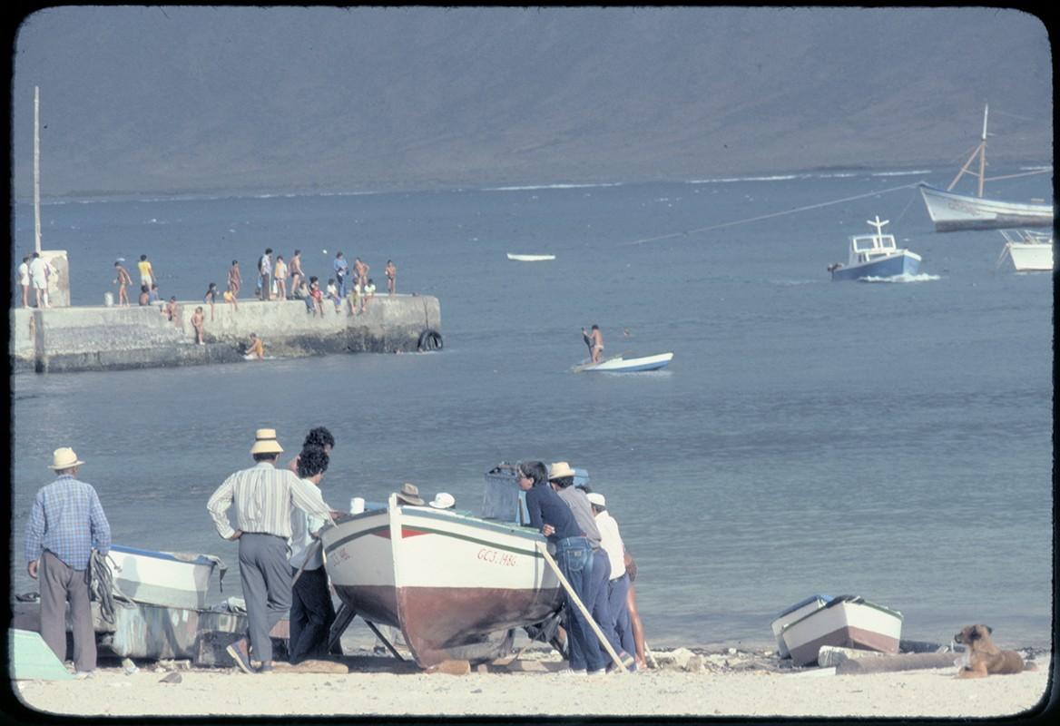 Pescadores y muelle