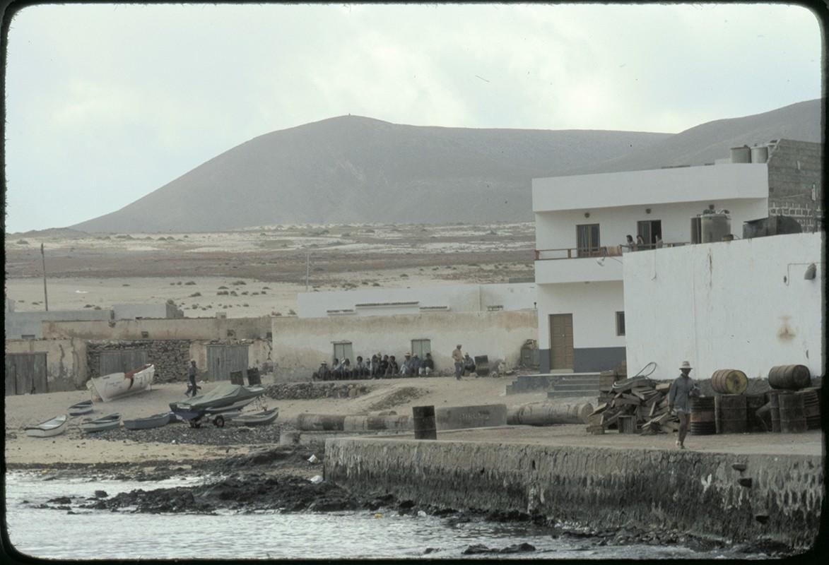 Playa y casas de caleta de Sebo