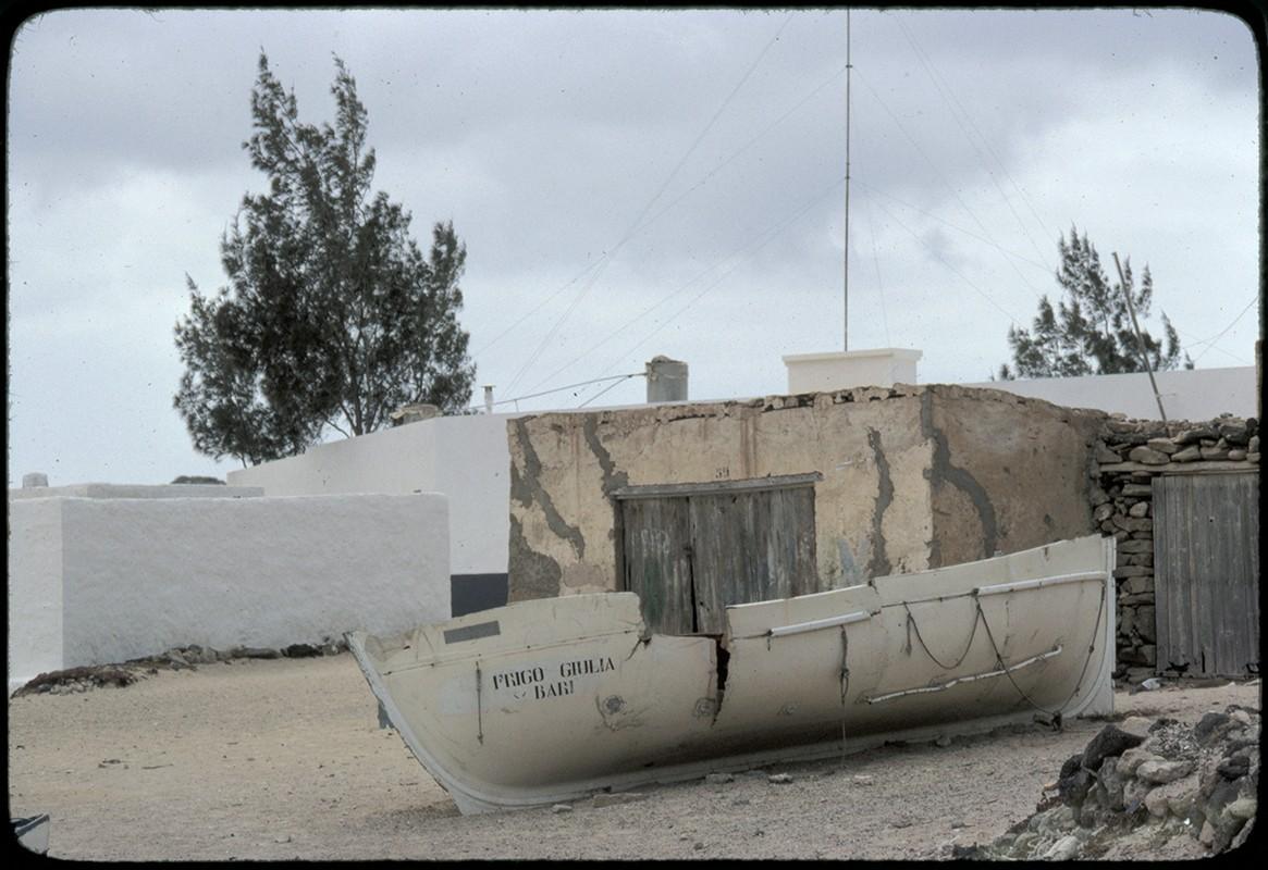 Barco varado en Caleta de Sebo