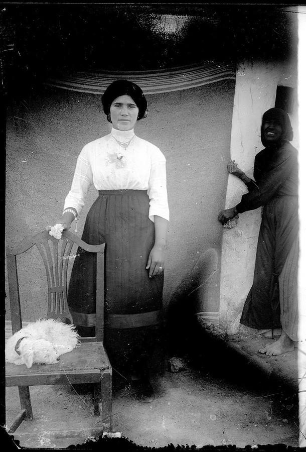 Mujer y sirvienta