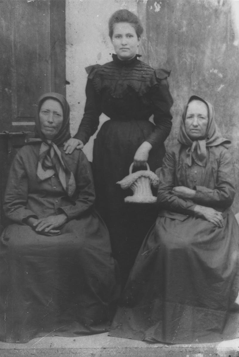 Mujeres con cesta