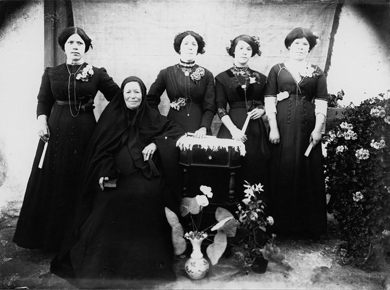 Mujeres de luto
