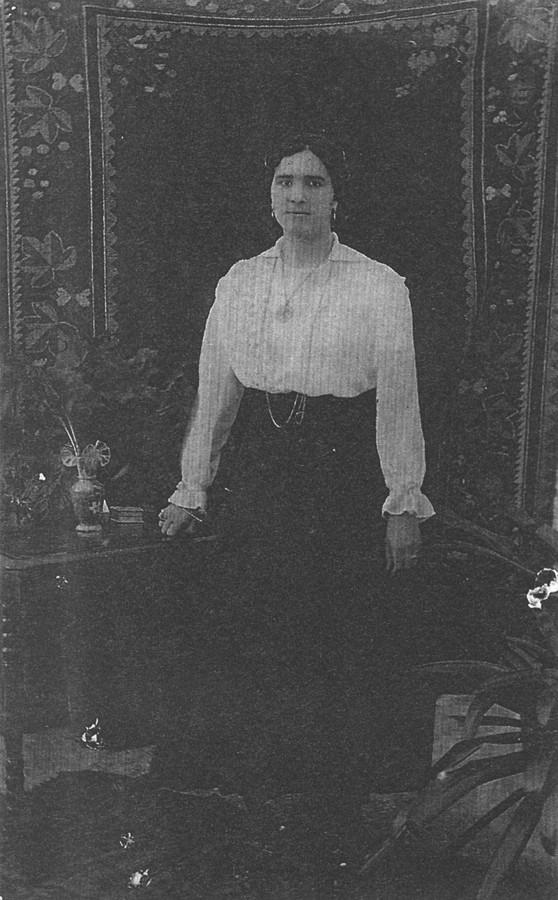 Mujer con colcha