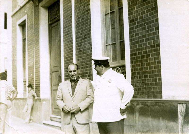 Heraclio Niz junto a La Casa Amarilla III