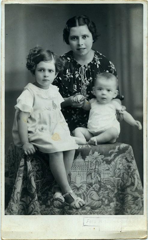 Dolores Bermúdez e hijos