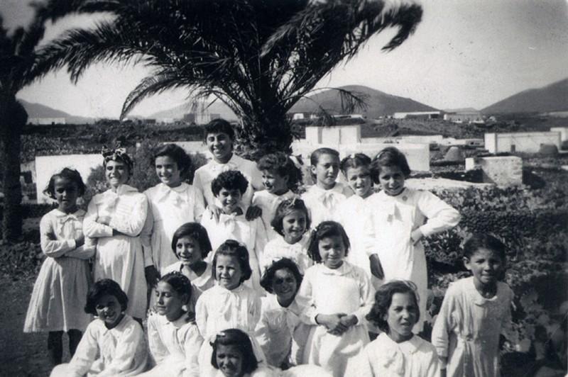 Escuela unitaria de niñas de Uga en 1955