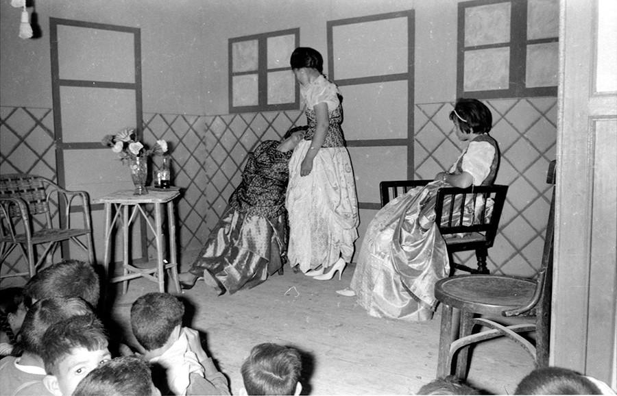 Obra de teatro en Mala VI