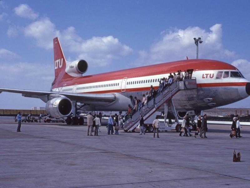 Avión en el aeropuerto de Lanzarote I