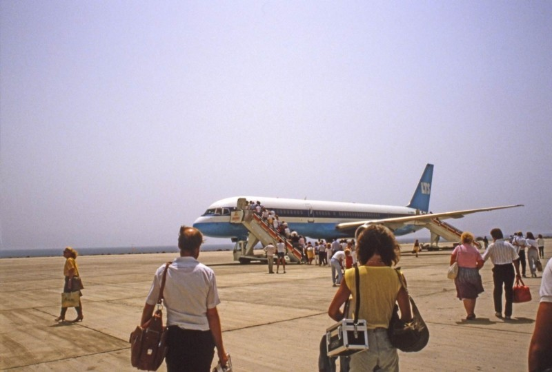 Avión en el aeropuerto de Lanzarote II