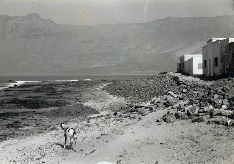 Vista del Risco de Famara desde La Caleta