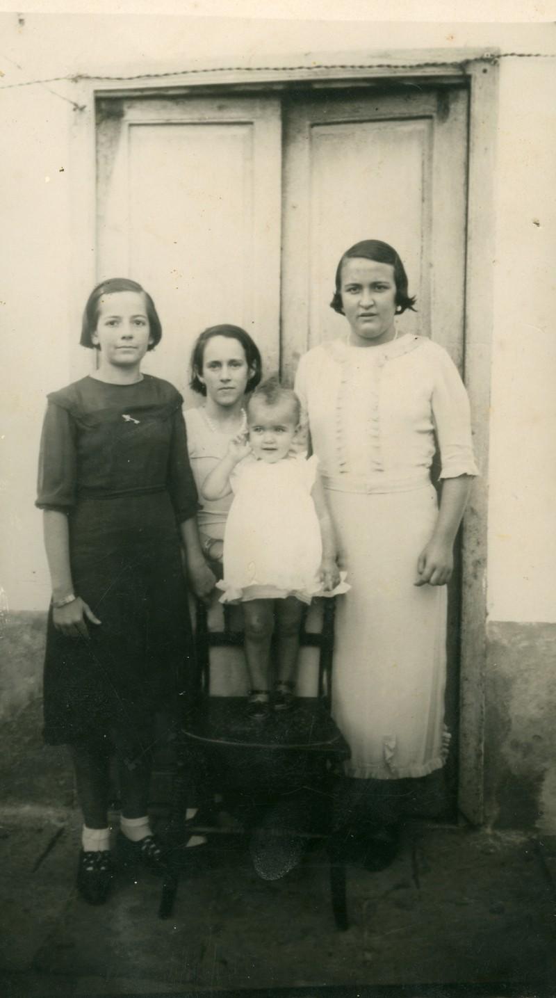 Grupo de mujeres en Puerto Cabras