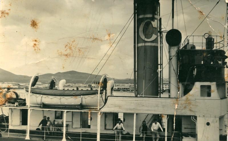 Barco en el muelle de Arrecife