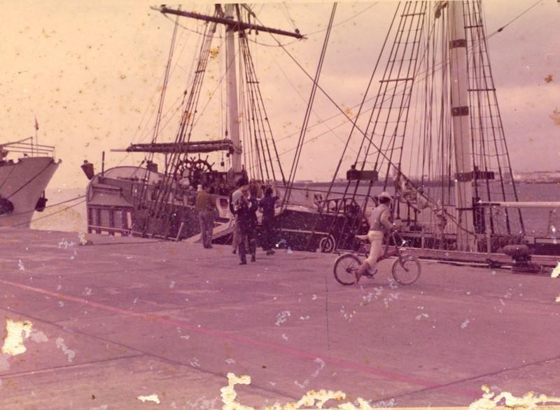 Barco en el muelle de Arrecife II