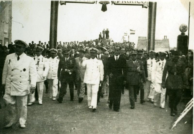 Álbum de la visita de Franco I