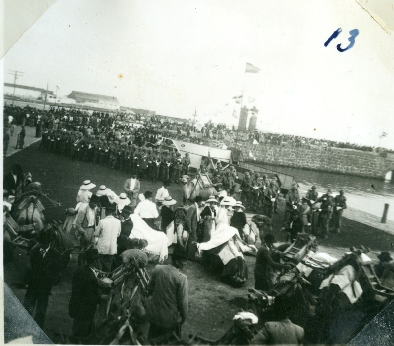Álbum de la visita de Franco XIII