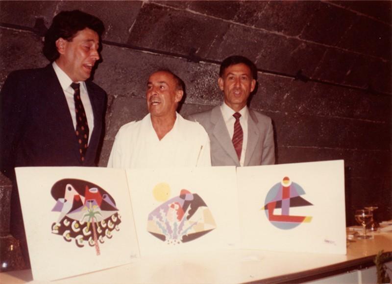 César Manrique con logotipos II