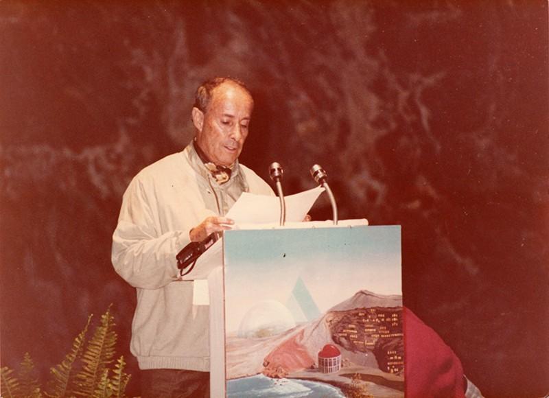 César Manrique leyendo el manifesto «Lanzarote se está muriendo» I