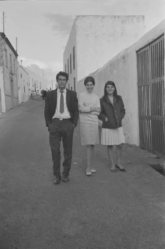 Jóvenes paseando