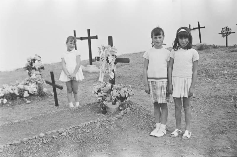 En el cementerio I