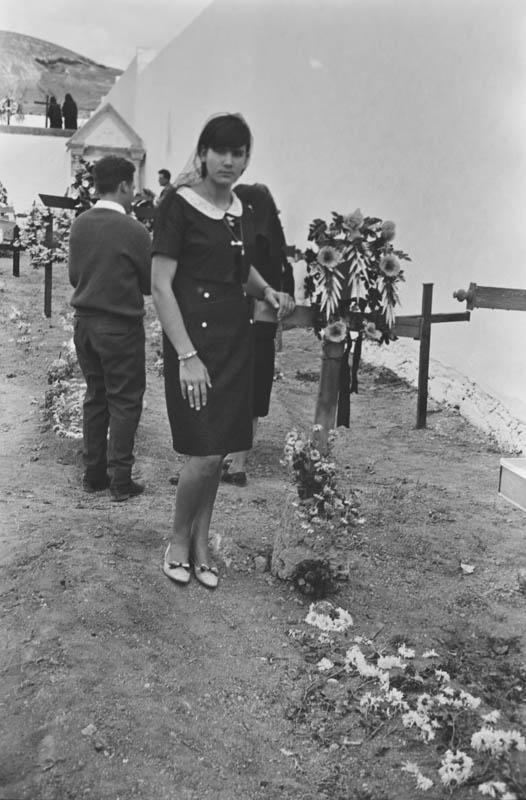 En el cementerio IX
