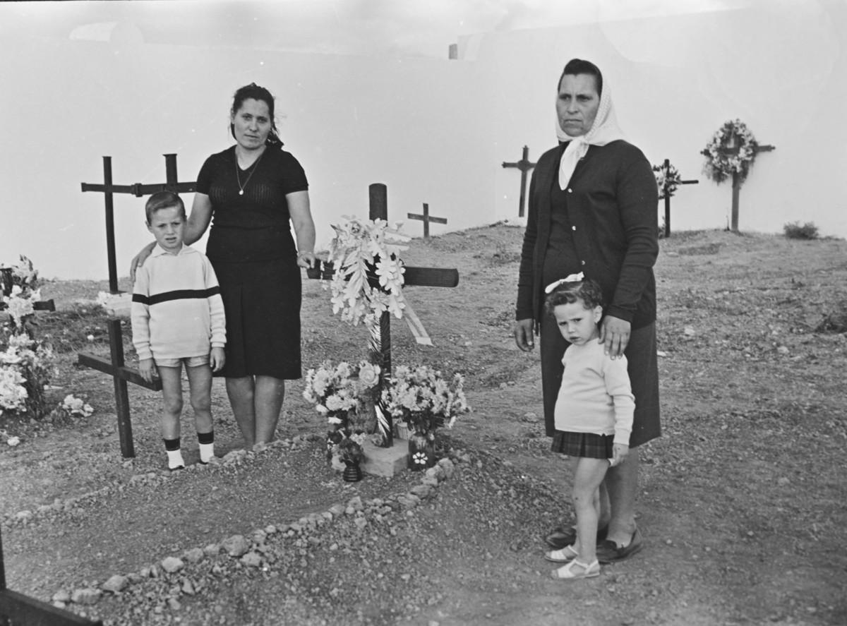 En el cementerio XI