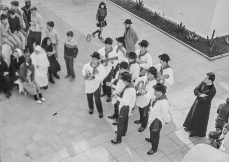 Agrupación folclórica en el Hospital Insular IV