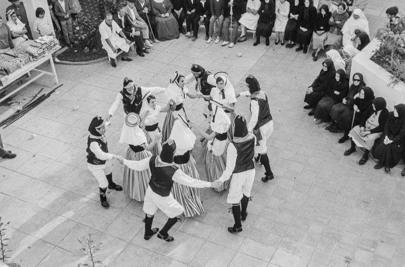 Agrupación folclórica en el Hospital Insular VI