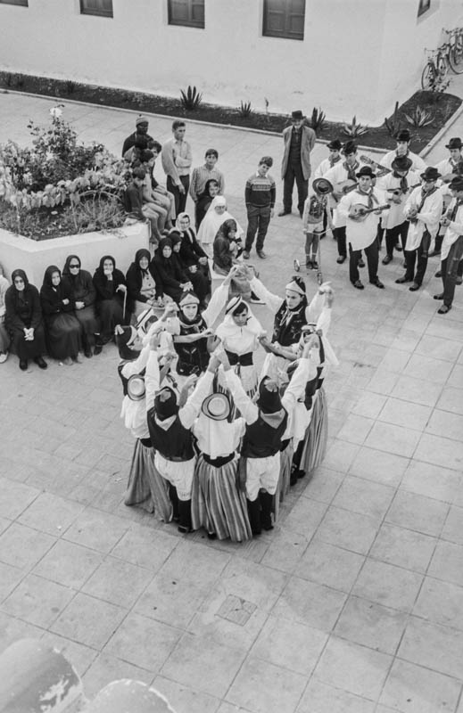 Agrupación folclórica en el Hospital Insular VII
