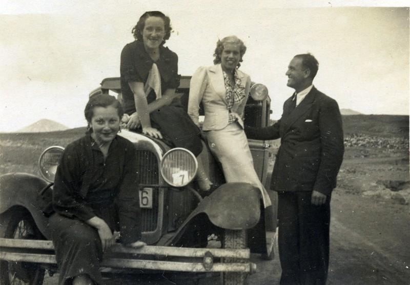 Jóvenes en automóvil