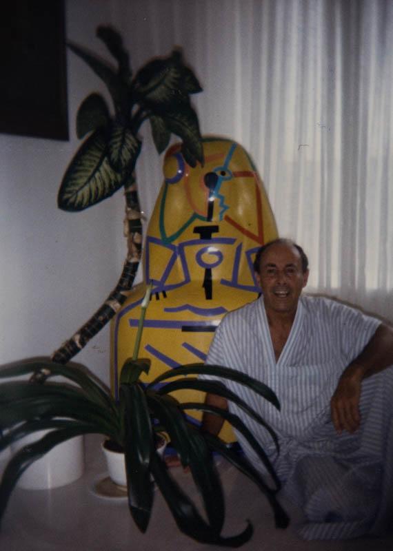 César Manrique en su vivienda de Tahíche IV