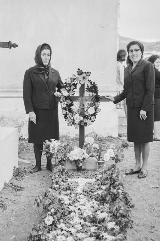 En el cementerio XXI