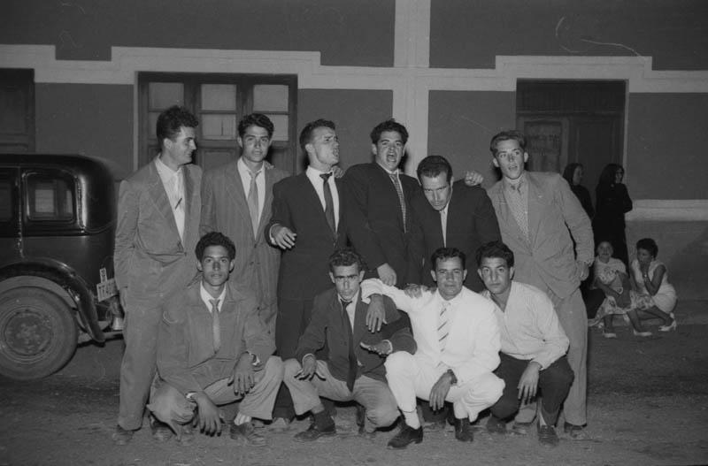 Jóvenes de fiesta en Mala VI