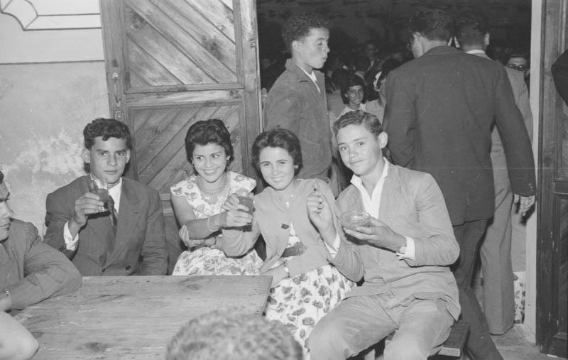 Jóvenes de fiesta en Mala VII