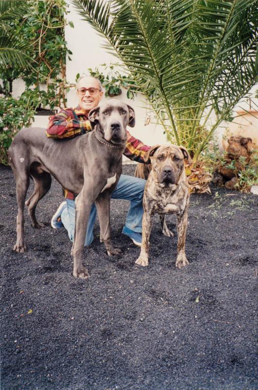 César Manrique con perro V