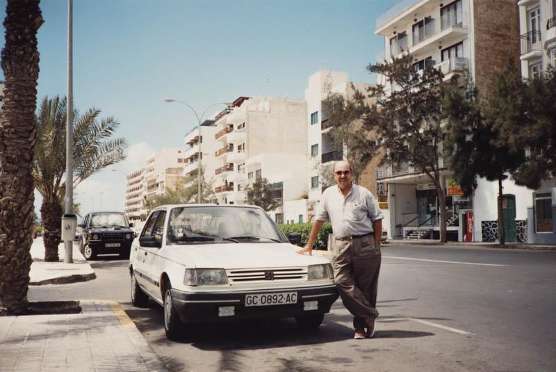 Carlos Manrique en la avenida de Arrecife