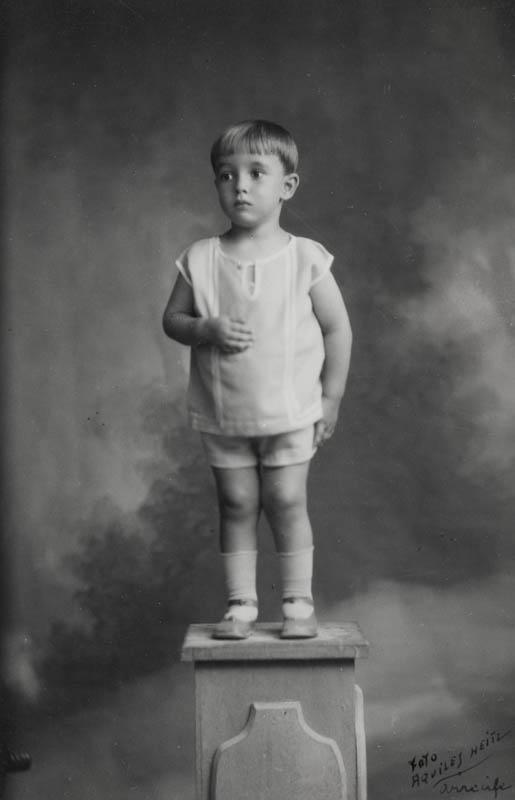 Carlos Manrique de niño