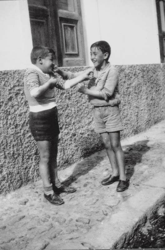 Niños jugando II