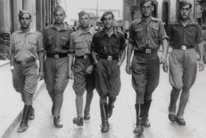 César Manrique durante su servicio militar