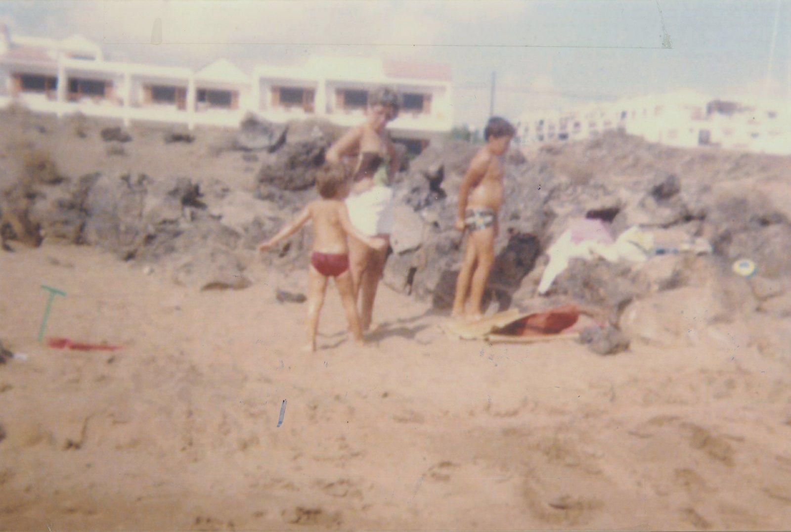 Baño con sobrinos Playa de Fariones