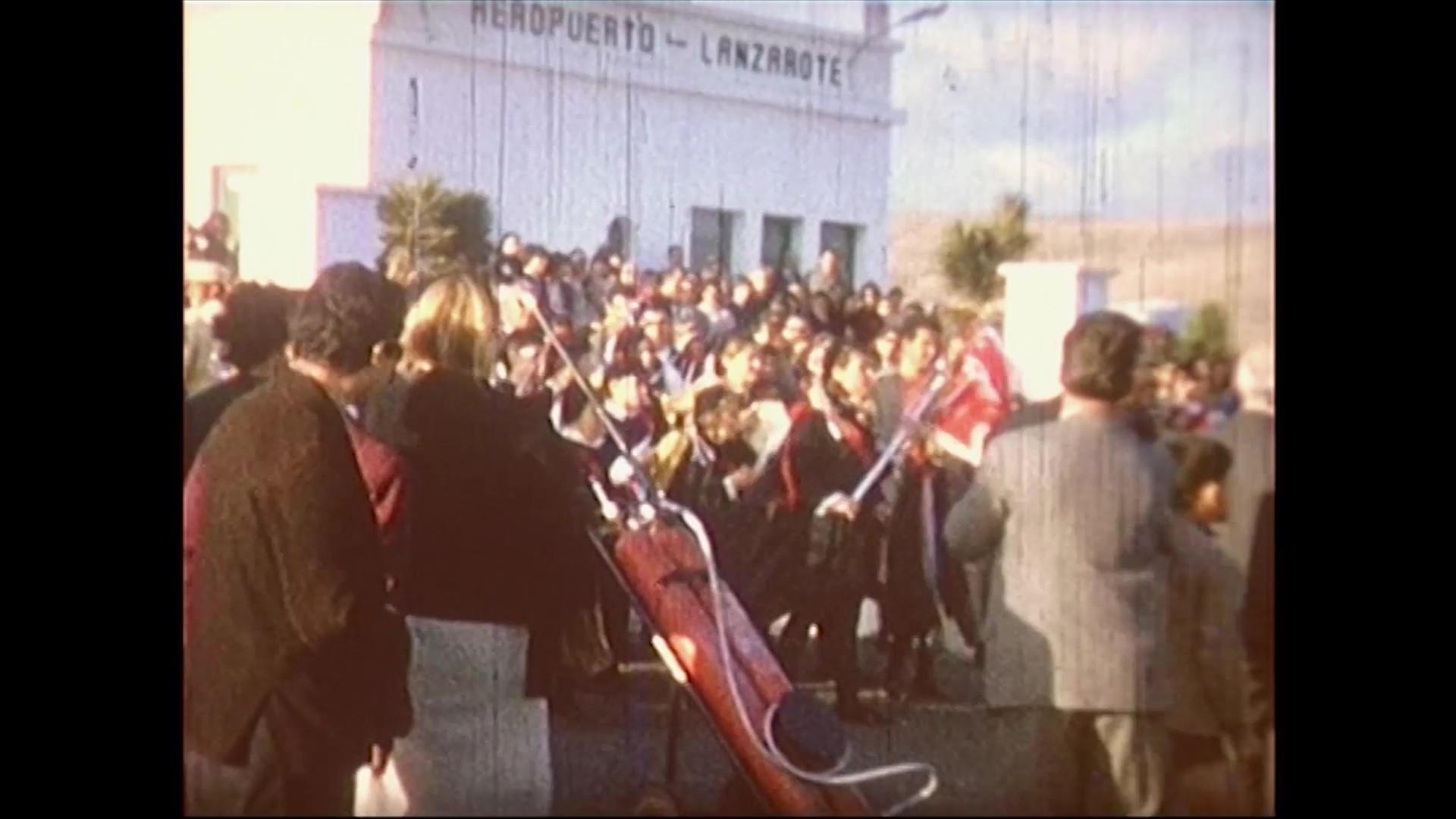 Llegada a Lanzarote del equipo del concurso Cesta y Puntos (1967)