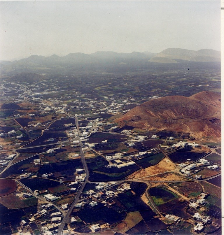 Imagen aérea del pueblo de Tinajo II