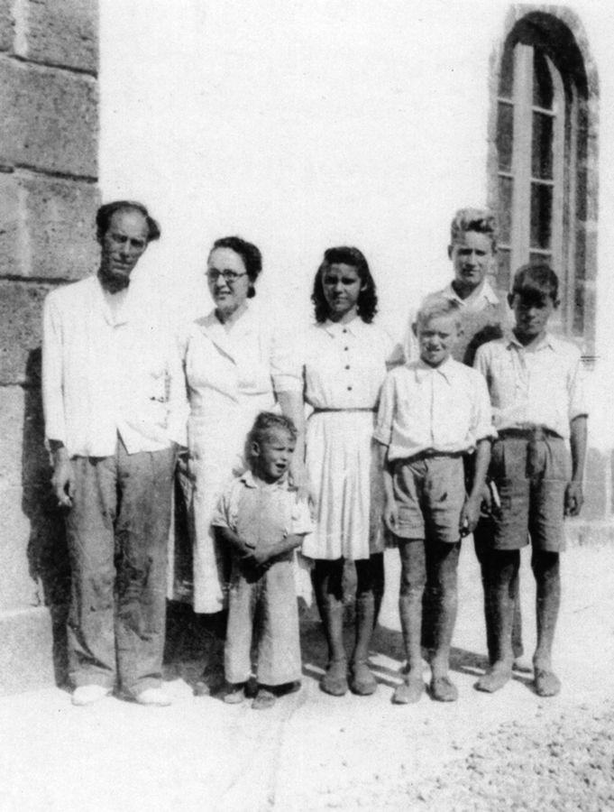 Agustín Pallarés con sus padres y hermanos en Alegranza