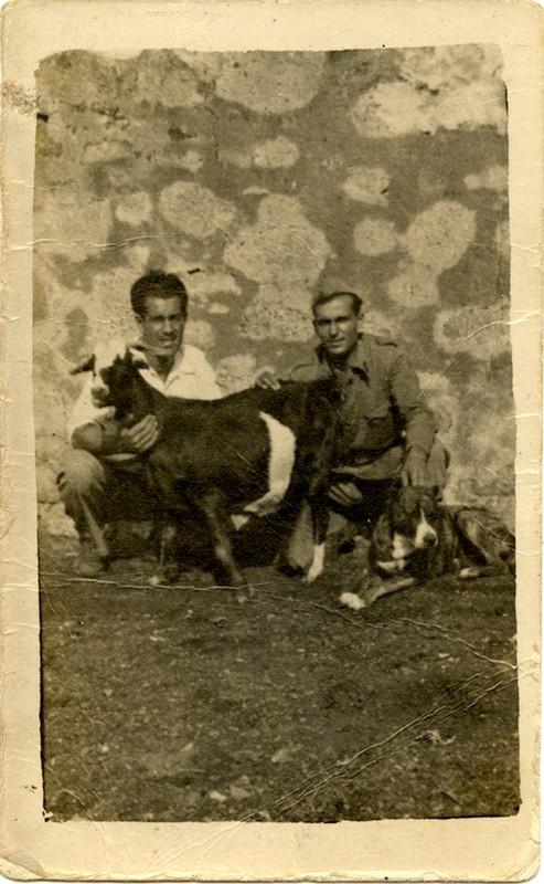 Tomás Chacón y un amigo
