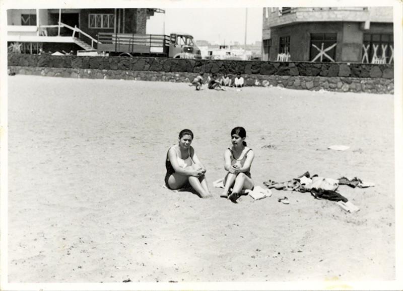 Jóvenes en la playa