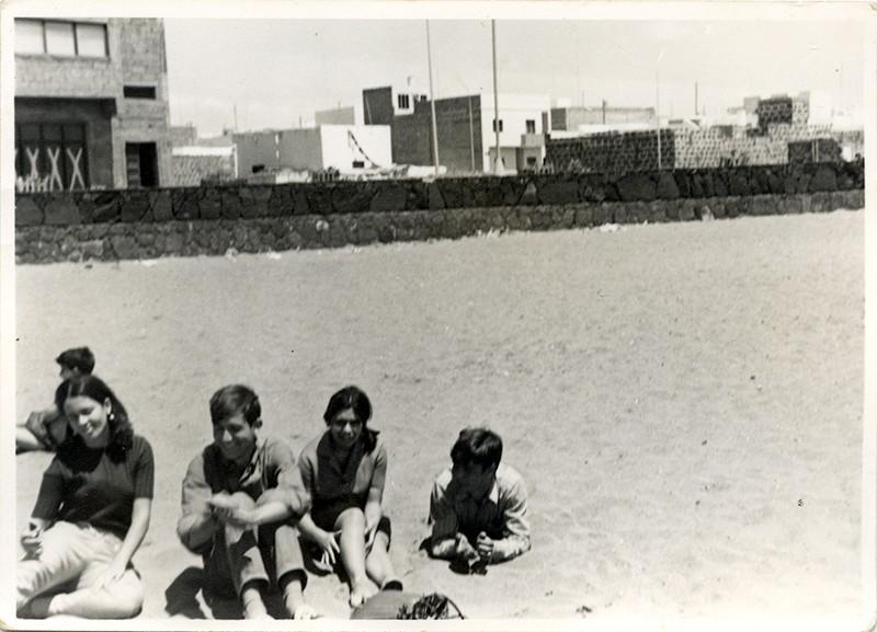 Jóvenes en la playa II