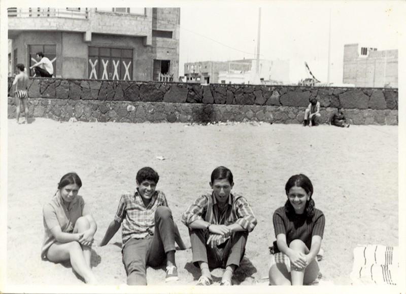 Jóvenes en la playa III